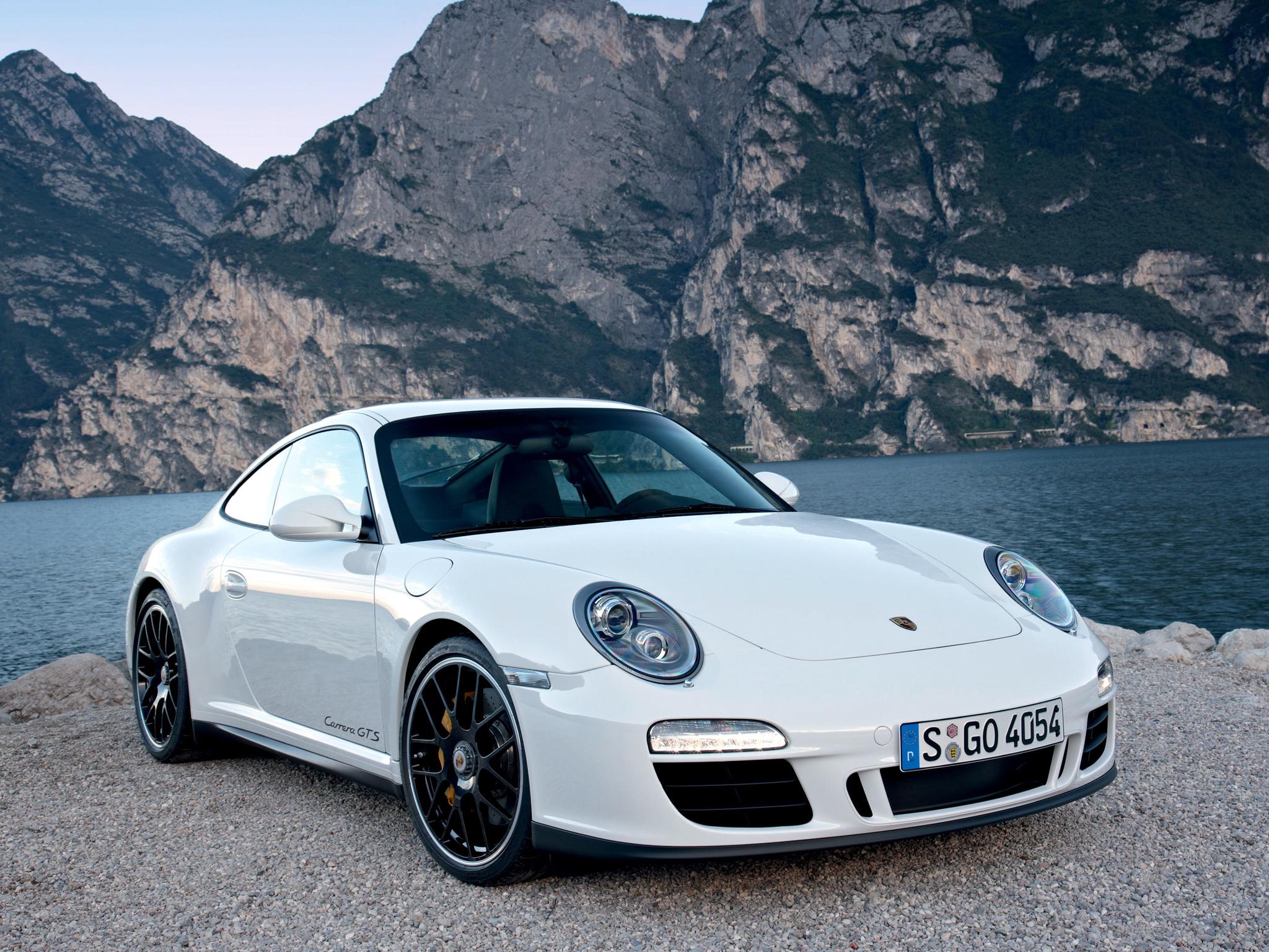 Porsche 911 GTS Yola Çıkıyor