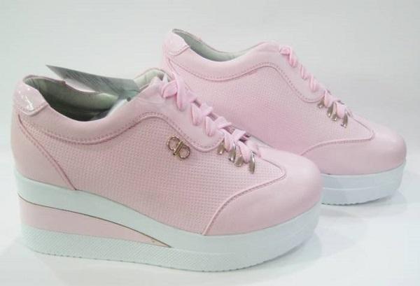 Dolgu topuk spor ayakkabı modeli